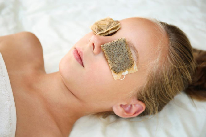 woman undergoing green tea therapy to fight off eye bags and dark eye circle