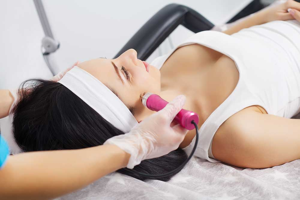 woman undergoing thermage treatment to fight off wrinkles