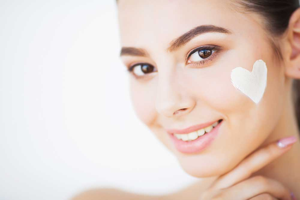 a good moisturisers can help to fight off wrinkles and crow's feet by promoting the production of collagen in the skin